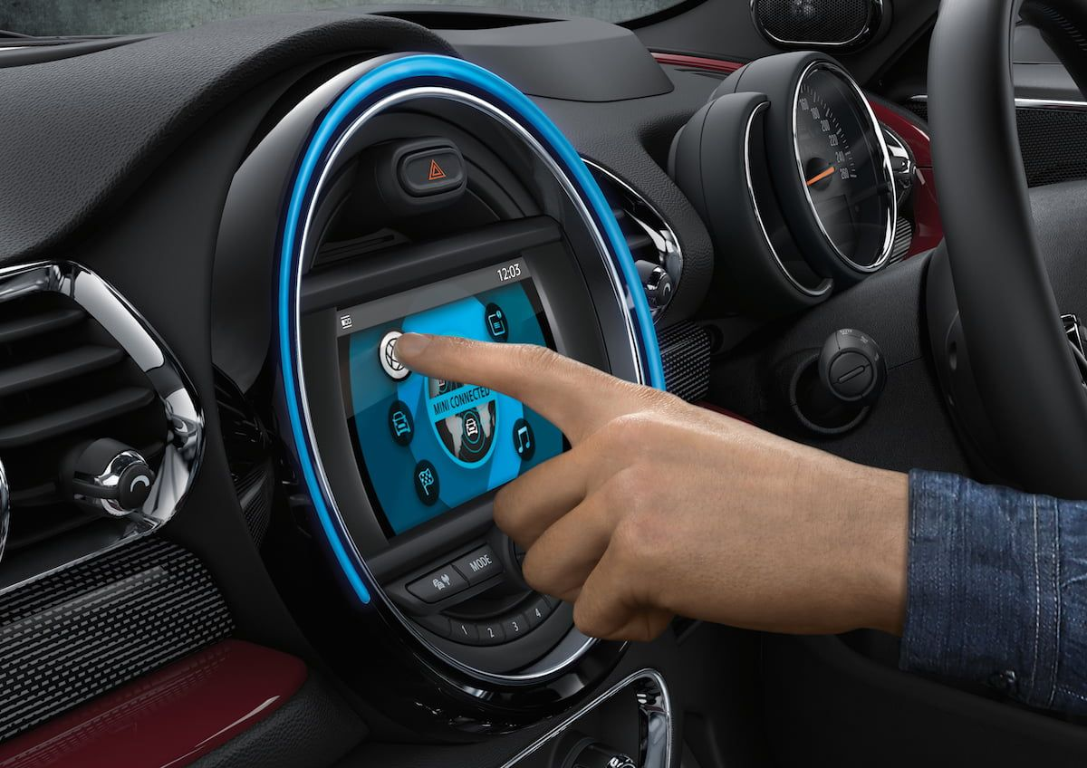 MINI Connected mit Touch Screen Display.